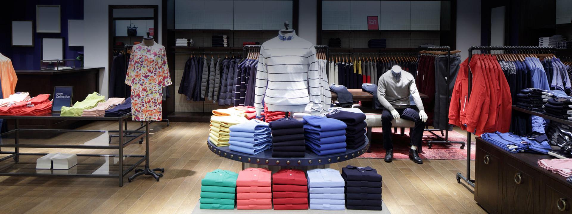 новая одежда в магазине