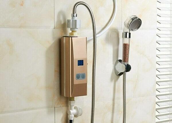 Проточный водонагреватель электрический на даче